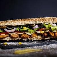 Сандвич пилешко печено и кашкавал