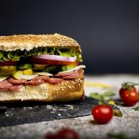 Сандвич луканка и кашкавал