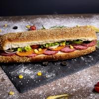 Сандвич пикантен салам, флорентинер и кашкавал