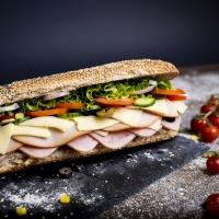 Сандвич пуешко филе, шунка и кашкавал