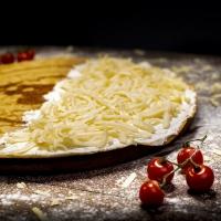 Палачинка с топено сирене и кашкавал