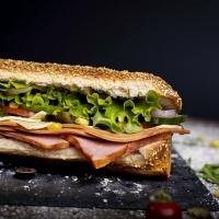 Сандвич пуешко филе, бекон и кашкавал